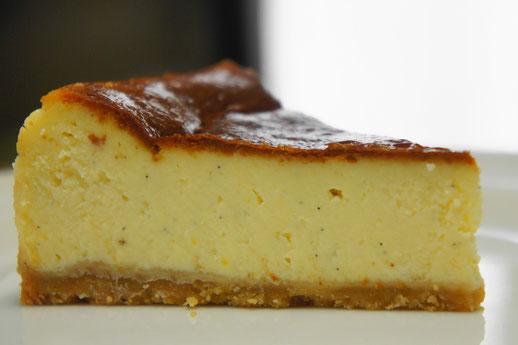 クラシックスタイルのチーズケーキ;しっかりと焼き上げた濃厚なチーズケーキ
