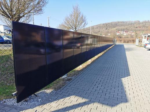 Solarzaun auf dem iKratos Firmengelände © iKratos