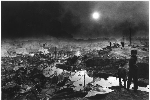 ©Christine Spengler - Cambogde. Le bombardement de Phnom-Penh. 1975