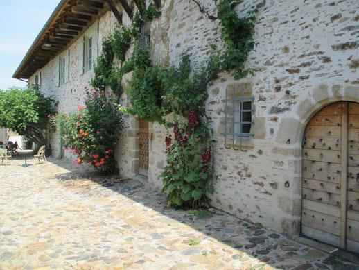 La chambre pour 3 personnes est au 1er étage de l'ancienne école de Fressanges, à Vicq-sur-Breuilh - 87260