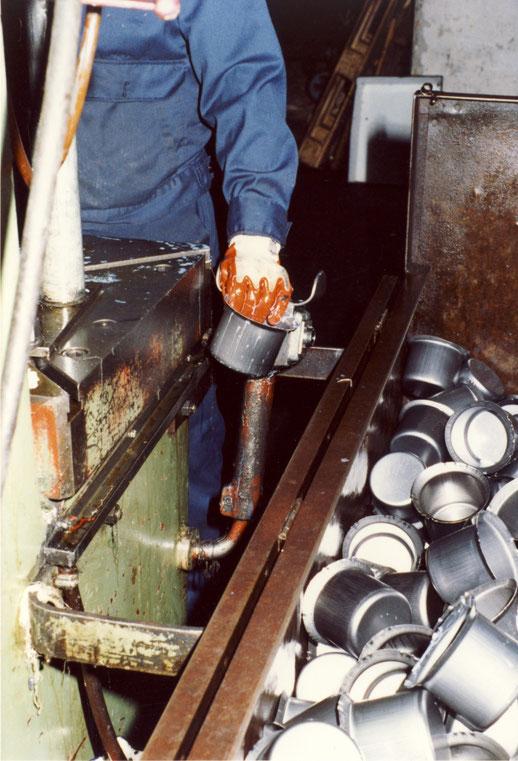 1982 Ziehpresse Milchtopf