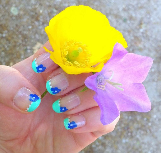 nail-art-fleurs-kawaii-LesAteliersDeLaurene
