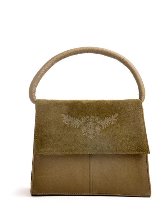 Dirndltasche Leder im Online-Shop versandkostenfrei kaufen. Henkeltasche Vintagetasche Ledertasche mit Prägung olivgrün