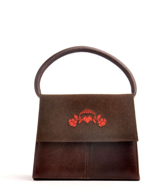 Trachtentasche Dirndltasche aus Leder versandkostenfrei kaufen. Frage braun mit Kreuzstich. OWA Tracht Ledermanufaktur