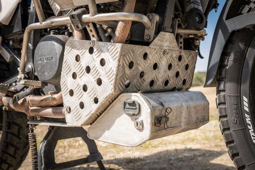 Aluminium Motorschutz Eigenbau mit Werkzeugkiste für Honda Transalp