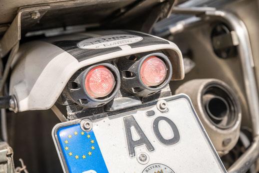 Eigenbau Kennzeichenträger mit runden Rücklichtern und Miniblinkern - Honda Transalp Umbau