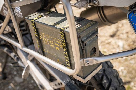Munitionskiste für Ersatzteile und Werkzeug - Motorrad Reiseumbau Honda Transalp