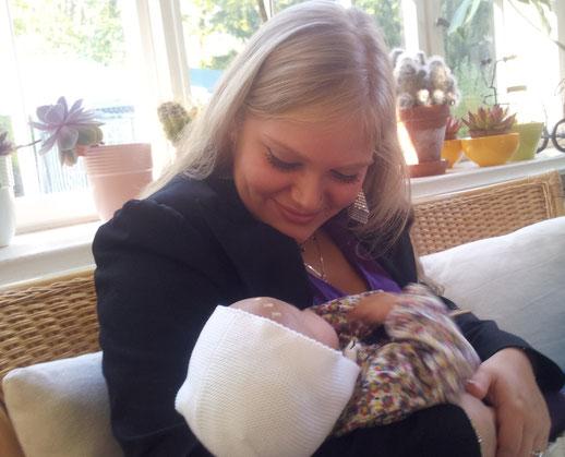 Mütterpflege im Wochenbett mit Niyati Manjulali in Berlin
