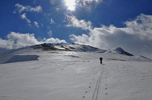 Auf dem Weg zum Lashispherdi (2'615m) südöstlich von Bakhmaro, 15/02/2016.