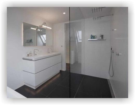 Dusche mit breitem Zugang