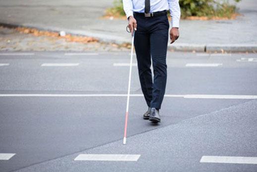 Bist du gesundheitlich eingeschränkt und auf Hilfsmittel wie Blindenstock, Rollstuhl oder eine Prothese angewiesen? Gerne berate ich dich modisch und begleite dich beim Shoppen oder bringe dir passende Outfits nach Hause