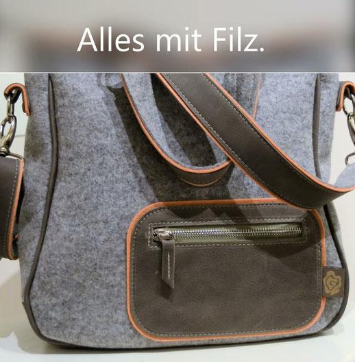 Handgearbeitete Taschen aus hochwertigen Leinen oder Wollfilz kombiniert mit echten Rindsleder.  Bedruckt mit ökologischer Farbe.  made in Germany !