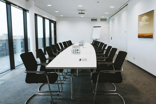 Skylounge im Lilienthalhaus Braunschweig. Location für Businessevents wie Tagungen, Workshops, Networking-Events oder Empfänge.