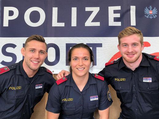 Unsere drei Polizisten beim Fototermin in Wien