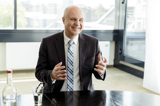 Firmenkundenvorstand Uwe Borges der SKB im Gespräch