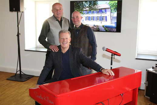 Christoph Pesch und Dominic Engel mit Sascha Klar, dem Teufel am Klavier Fotos: Werner Erkens