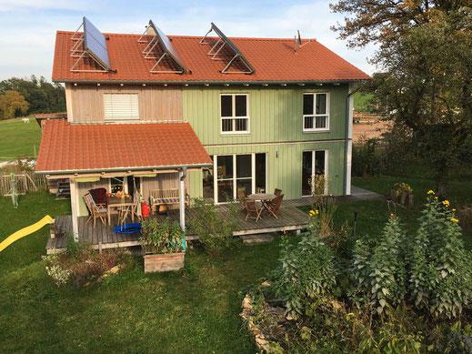 KUNDENPROJEKT Holzhausfassade mit reiner Leinölfarbe von Allbäck