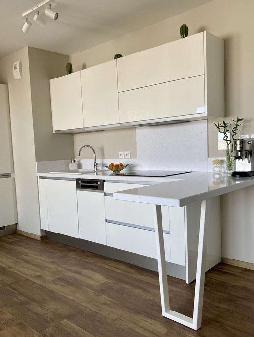 pied de table de cuisine en trapèze coloris blanc satiné