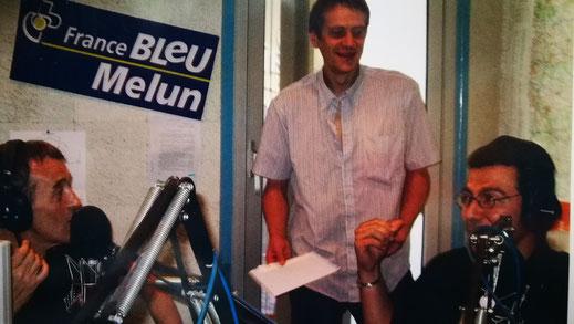 """J'ai effectué mon """"Tour de France"""" des France Bleu, ci-dessus dans les locaux de France Bleu Melun, sans oublier mes souvenirs à France Bleu Auxerre, Béarn, Besançon..."""