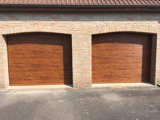 Porte de garage sur mesure à Dunkerque panneaux chêne doré