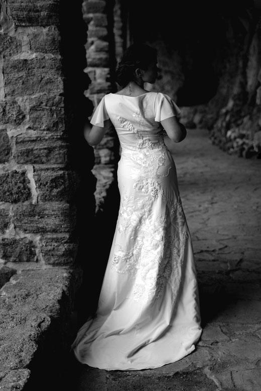 Robe de mariée taffetas champagne corsetée, plissée et bouillonnée