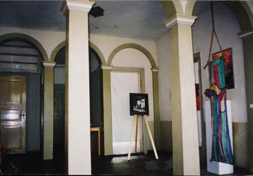 Die erste Ausstellung 1998 in der noch nicht restaurierten Nienhofstr. 5