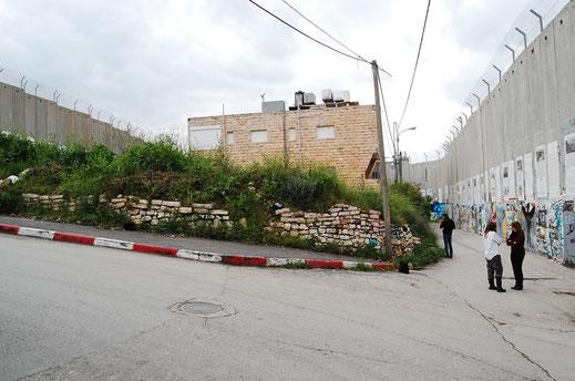 Palästina - Bethlehem, Die Mauer, Sinnbild für eine gespaltene Region. - - - -  - Foto: Ulrich Tatje