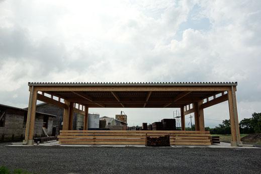 写真3 SAMURAI集成材を用いた試作棟