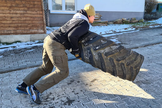 SC Int'l - Street Combatives - Cross-Combat-Training - Combative Strongman | Tire Flips für Combatives, Krav Maga und Kampfsport