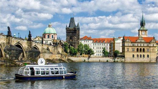 Mit dem Solarschif Filmplätze in Prag erkunden