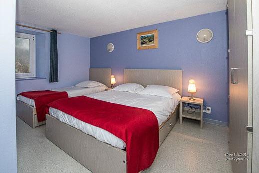 chambre 2-3 personnes 1 lit double 1 lit simple avec fenêtre La Bresse