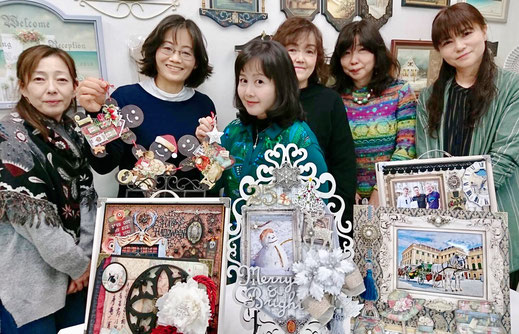 🎄12/13の横浜アトリエクラス。ウッドのジンジャーマンを作りました。早く帰宅された生徒さんたち、撮影してるアシスタント講師の真里子ちゃん、写ってなくてゴメンね❣️