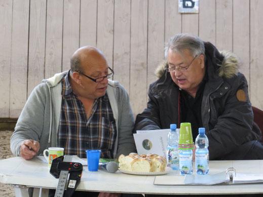 Der Chef in reger Diskussion mit Alex Conrad  Foto: Nadja K.