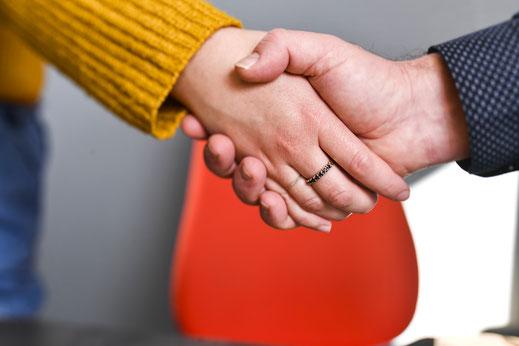 Posteam 79 administrative et gestion d'entreprise, recrutement, mains entrelacées