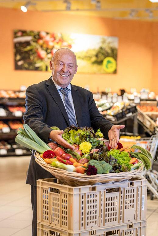 Henri Python, Filiealeiter MM Supermarkt