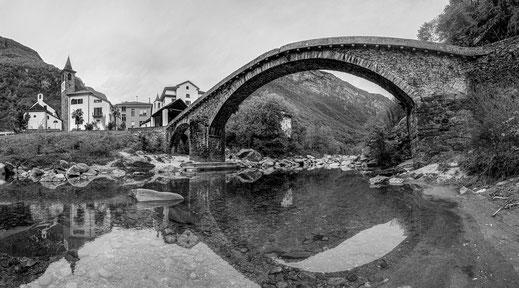 alte Steinbrücke in Bignasco, Ticino