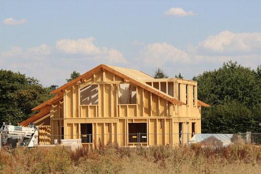 Ausbauhaus aus Holz in Pulheim: Hier steht bereits der Holzrahmenbau.
