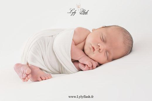 emmaillotement de bébé