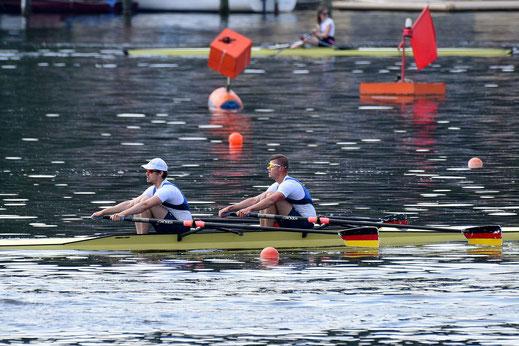 Vorlauf der Hügelregatta: Johannes Lotz und David Junge fahren nach 100 Wochen Wettkampfpause im Doppelzweier A/B auf Rang vier. Foto: 2000meter.de