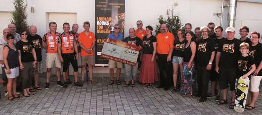 Spendenübergabe von Lahnau rocks for Benefit 2.0