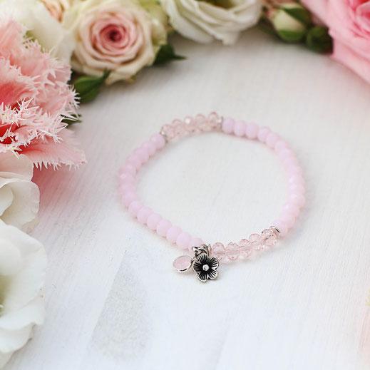handgemachtes Armband aus rosa Glasperlen, aus der Frühjahrskollektion, mit versilberten Perlen und Anhänger, Girlistyle,