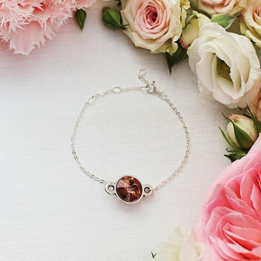 handgemachtes versilbertes Armband mit einem Swarovski Stein Anhänger in koralle/rosa, aus der Frühjahrskollektion, EVAMARIA jewelry