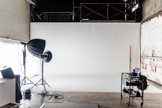 【Studio A】白ホリゾント(自然光可)