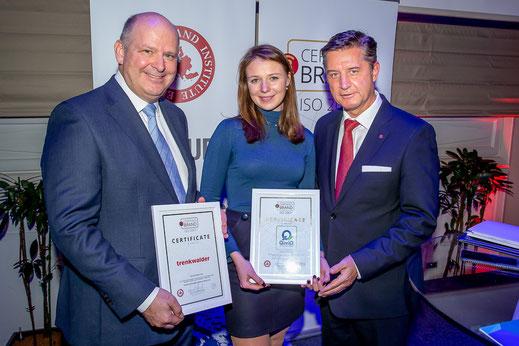 Certified Brands: Michael Krottmayer (Trenkwalder) und Michele Haindl (QimiQ) mit Gerhard Hrebicek  © Christian Mikes