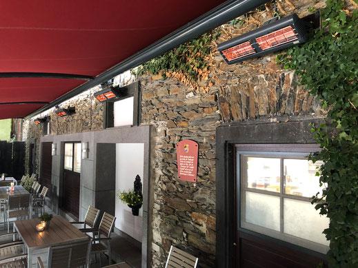 Gastronomie Terrasse mit Heizstrahlern für die Gäste