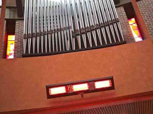 Heizstrahler in der Kirche