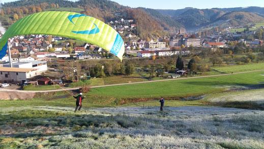 Gleitschirmschule Air-Time Paragliding im Schwarzwald Flugschule Oberkirch Gleitschirmflugschule zentral zwischen den Großstädten Karlsruhe, Offenburg, Stuttgart und Freiburg