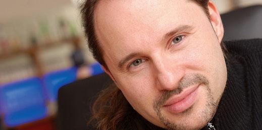 Steven Morrys Sänger und Komponist