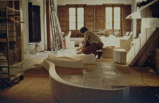 Naso González en su taller de escultura