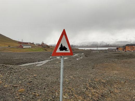 Spitzbergen, Svalbard, Longyearbyen, Islfjord, Verkehrszeichen
